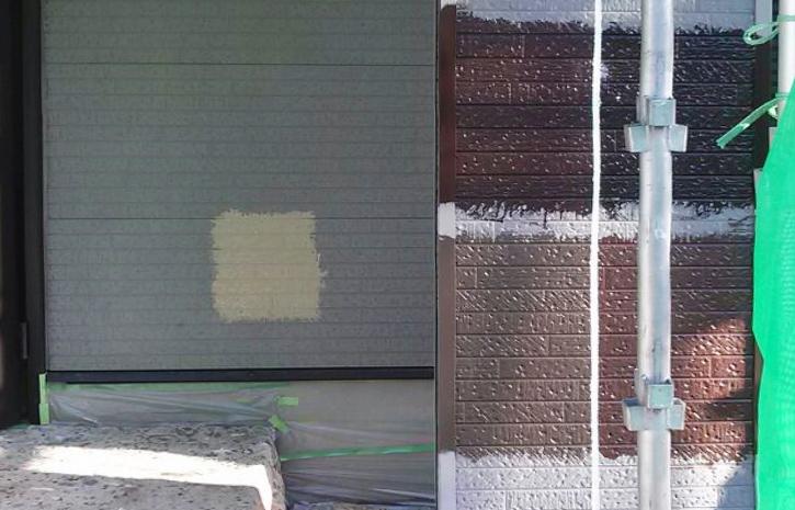 外壁に色見本で塗ってみます